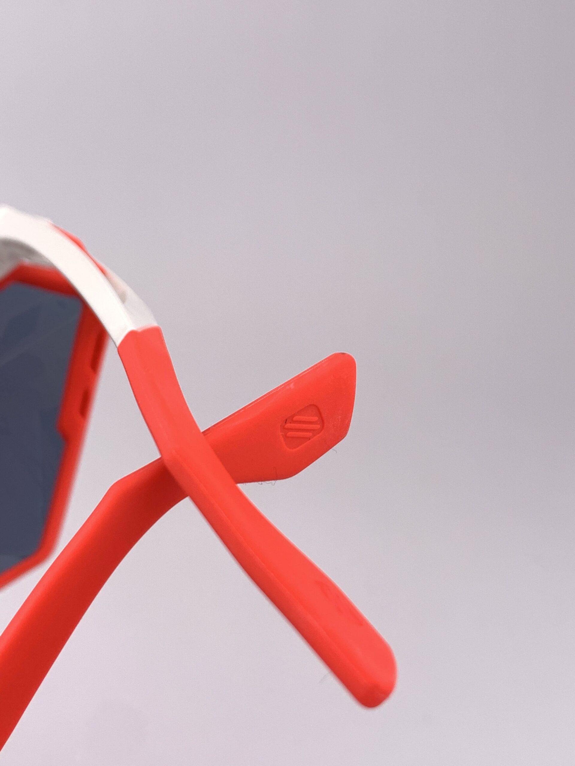 Cyklistické okuliare Defender červené detail